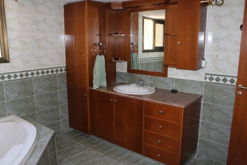 002 Main Bathroom 2