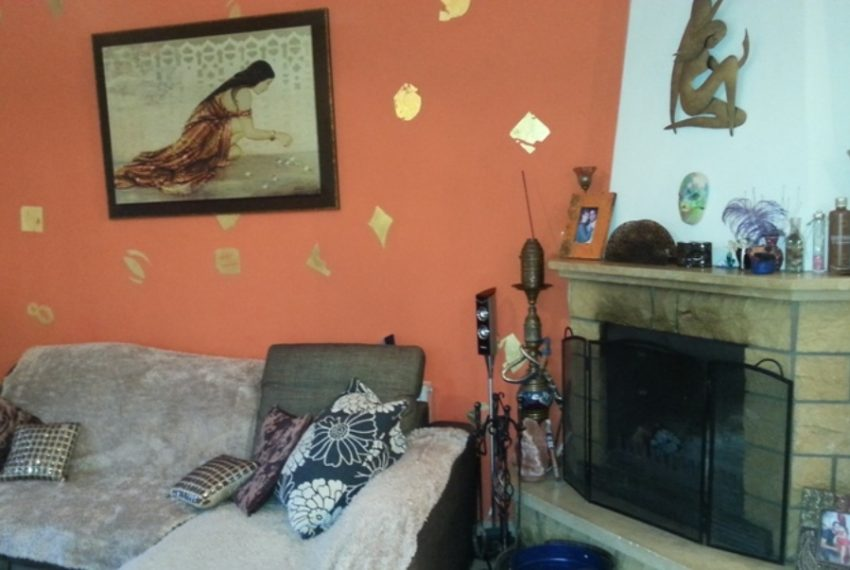 17Livingroom-fireplace