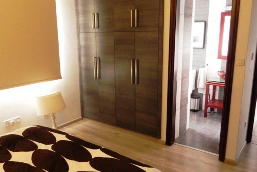 18Master Bedroom3