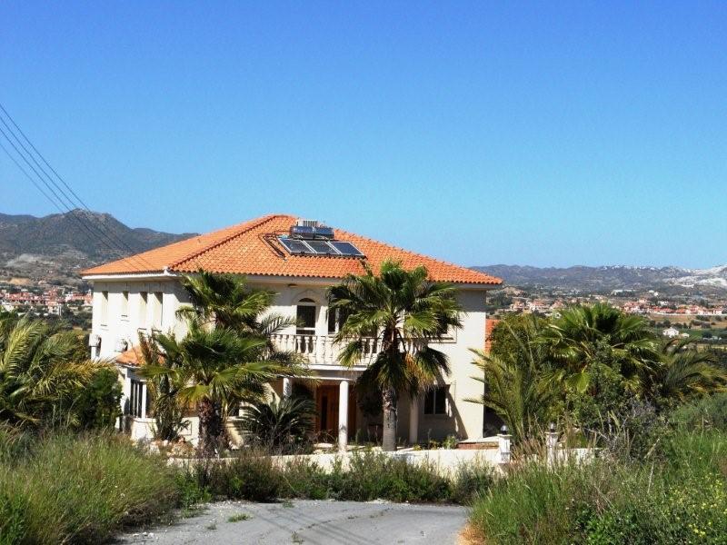 Дом в остров Пиргос у моря
