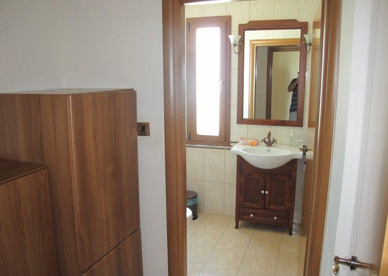 36.CLOCKROOM-GUEST BATHROOM