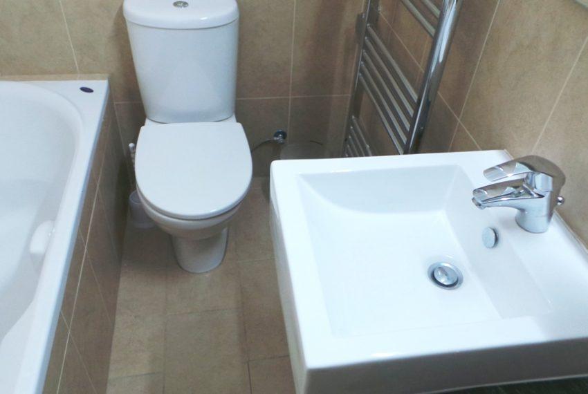 3bds fam bathroom 2