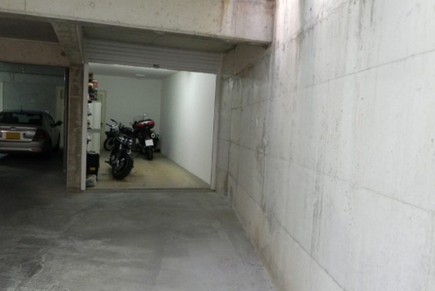 41Private Parking3