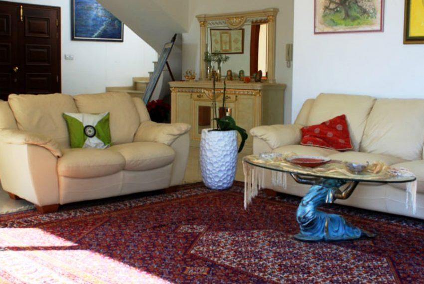 Livingroom and hall.sml.