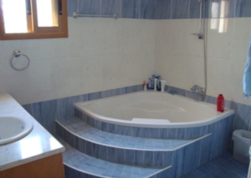 Main Bathroom px