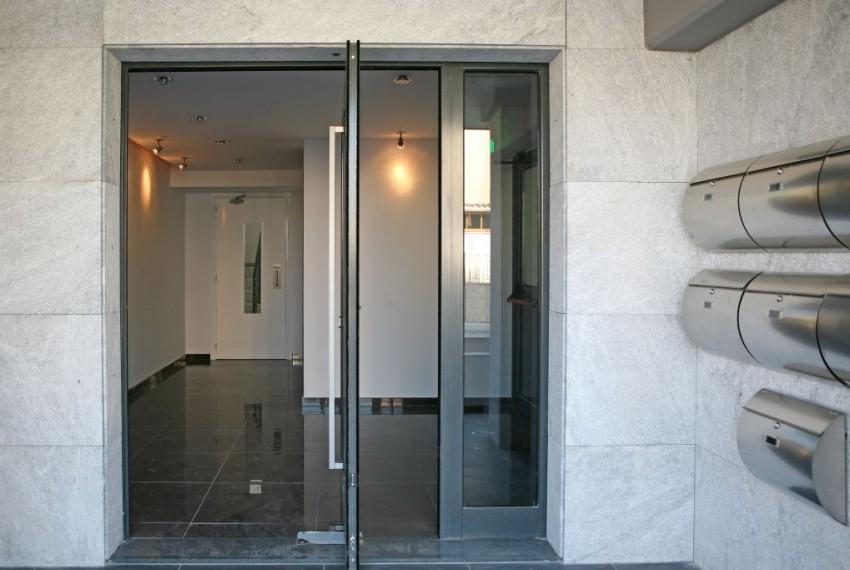Opalia entrance
