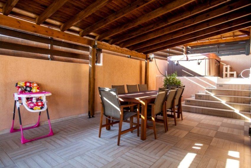 Pool sitting area 2