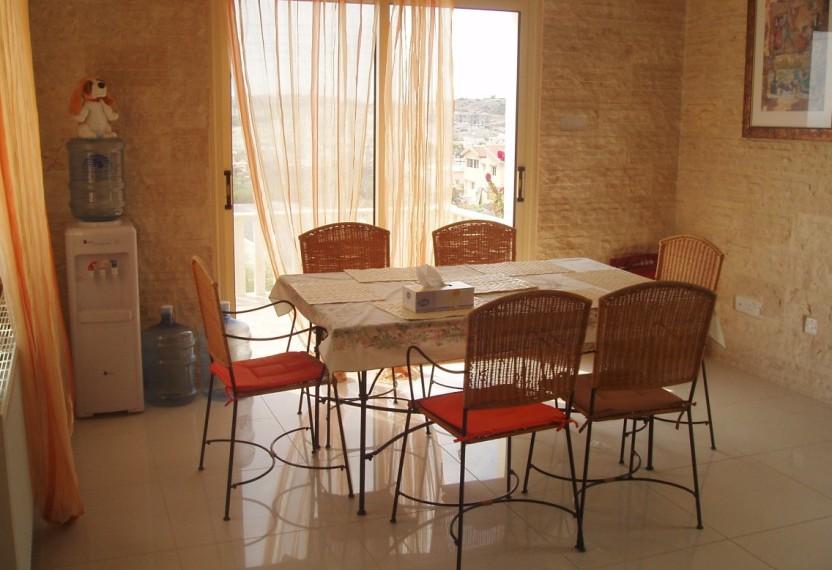 SR4598 dining area kitchen
