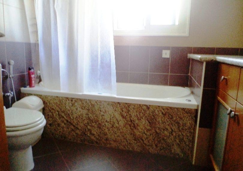 famyli bathroom 10945
