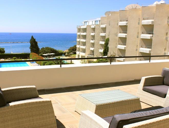 ps1c402-lux.ap_.-balcony