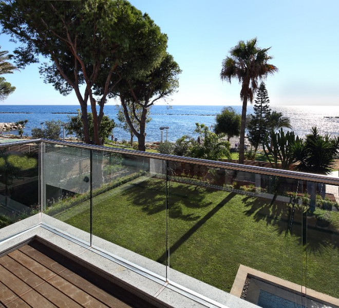 sdVERANDA VIEW OF GARDEN AND BEACH